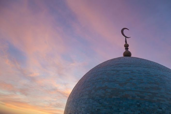 dome-of-mosque-at-dusk-700712709-5aa7ff240e23d9003705318e