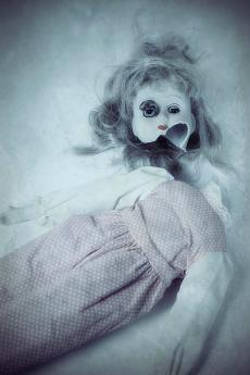 broken-doll-joana-kruse